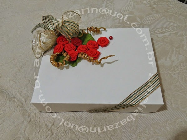 embalagem para presente com rosa de tnt