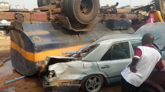 A Fatal accident between a tanker and a car In Enugu