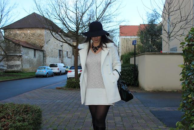 robe pull naf naf, manteau blanc, bottes andré, sac clarks