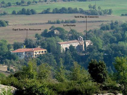 Zoom a Sant Pau de Casserres des de les runes de la masia de Serraseca