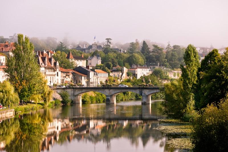 Вид города Перигё, Франция. Perigor, France view.
