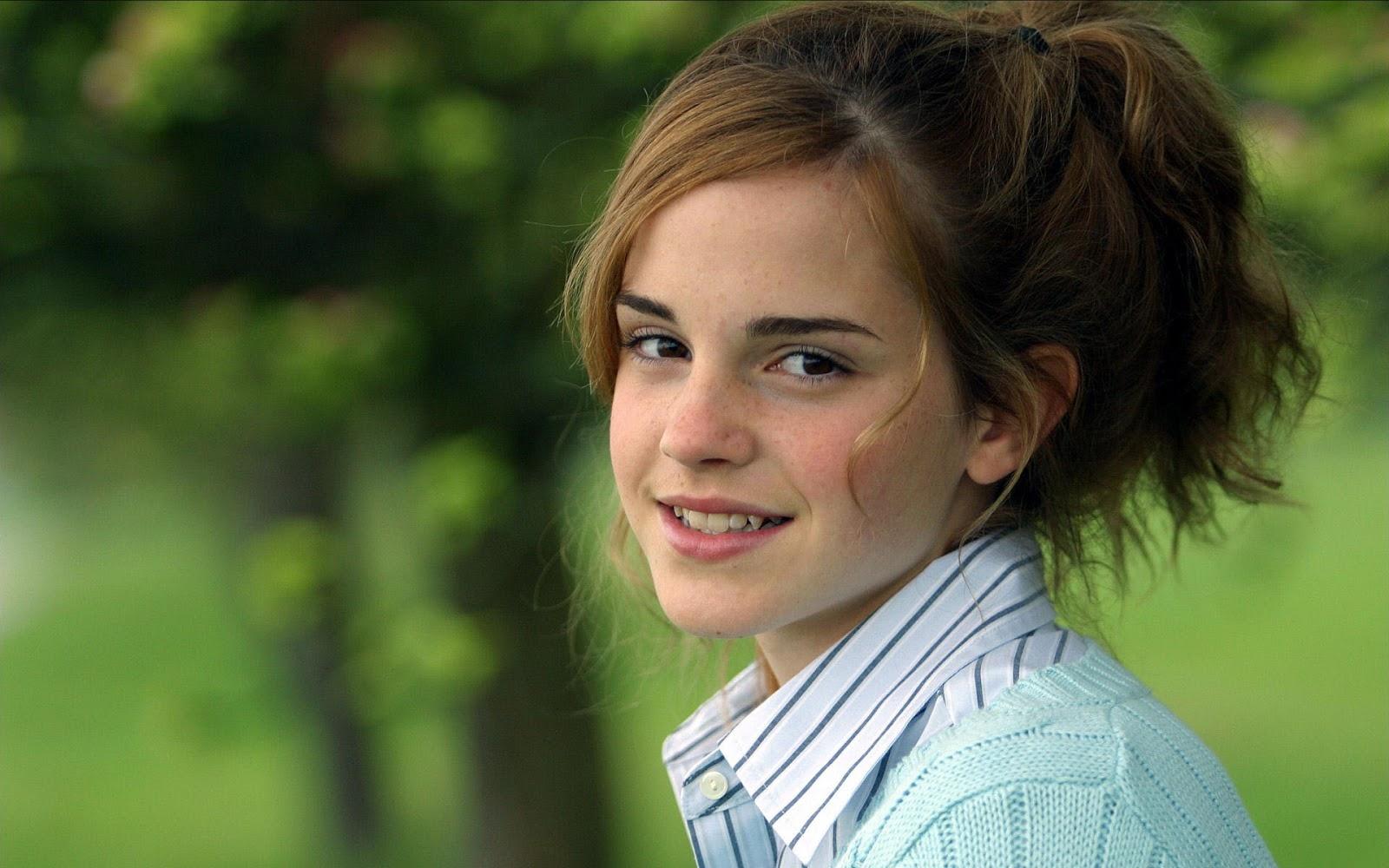 Emma Watson Formal Wallpaper HD