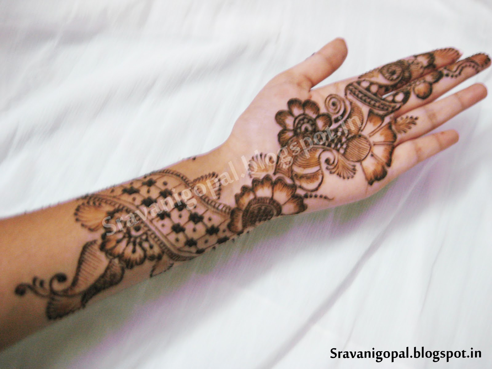 Mehndi Designs And S : Simple mehndi design right hand with popular orange accent