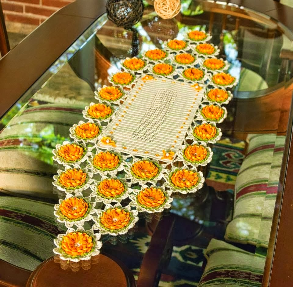 Uncinetto e crochet centro tavola all 39 uncinetto con le - Centro tavolo all uncinetto ...