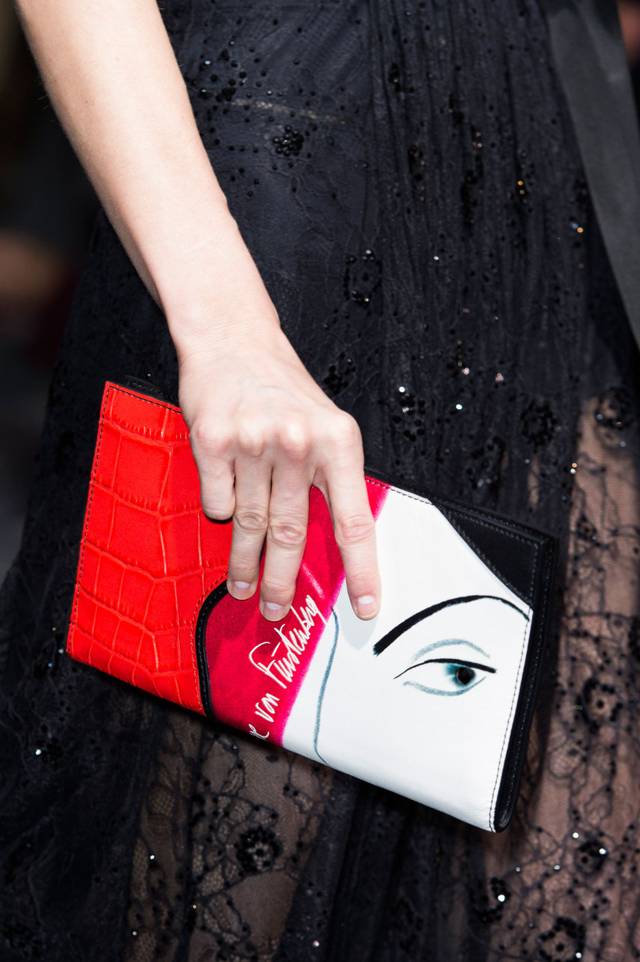 Fall 2015 accessories trend report / best bags / investment bags / crocodile accessories trend at Diane von Furstenberg Fall/Winter 2015 via fashionedbylove.co.uk, british fashion blog