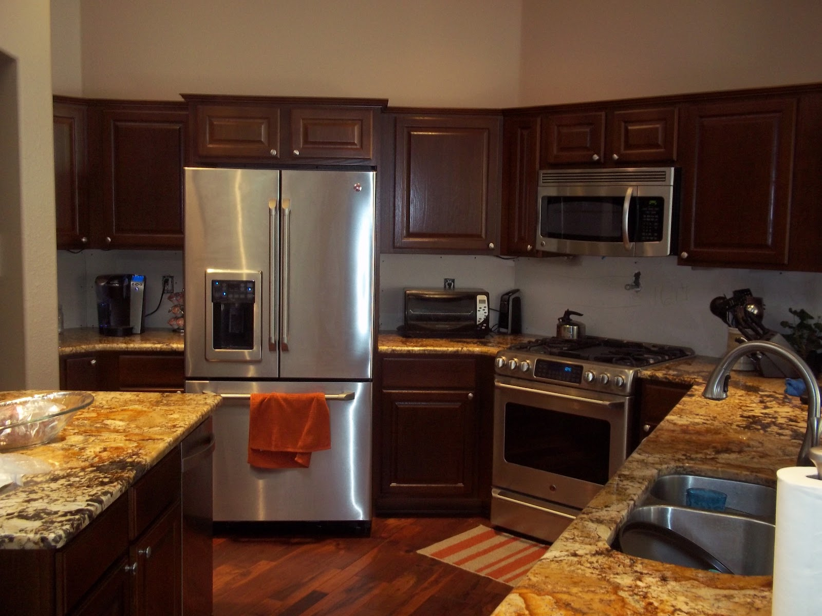 Changing Color of Golden Oak Cabinets