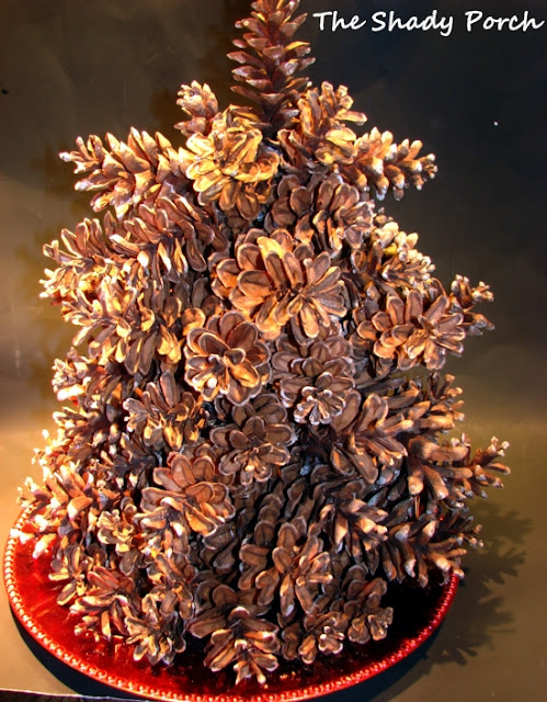 Rustic Pine Cone Christmas Tree #Christmas #decorations #pinecones #rustic