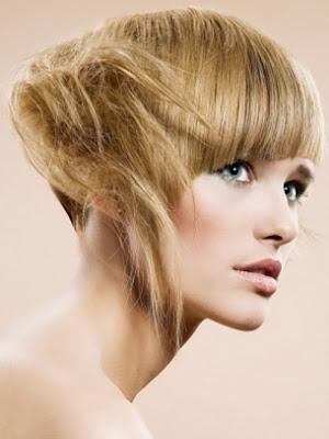 pelo corto y rubio