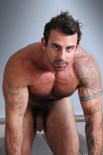 Avier Naked Hairy Bodybuilder