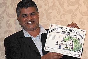 Gambar Kartunis Zunar Terima Anugerah Antarabangsa