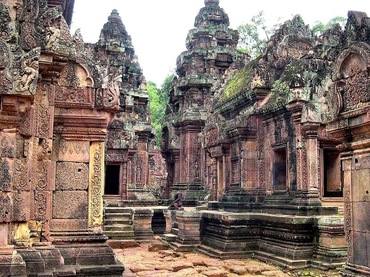 Angkor Wat: uma cidade requintada, cultuadora de deuses sensuais e demoníacos ficou abandonada aos animais da selva.