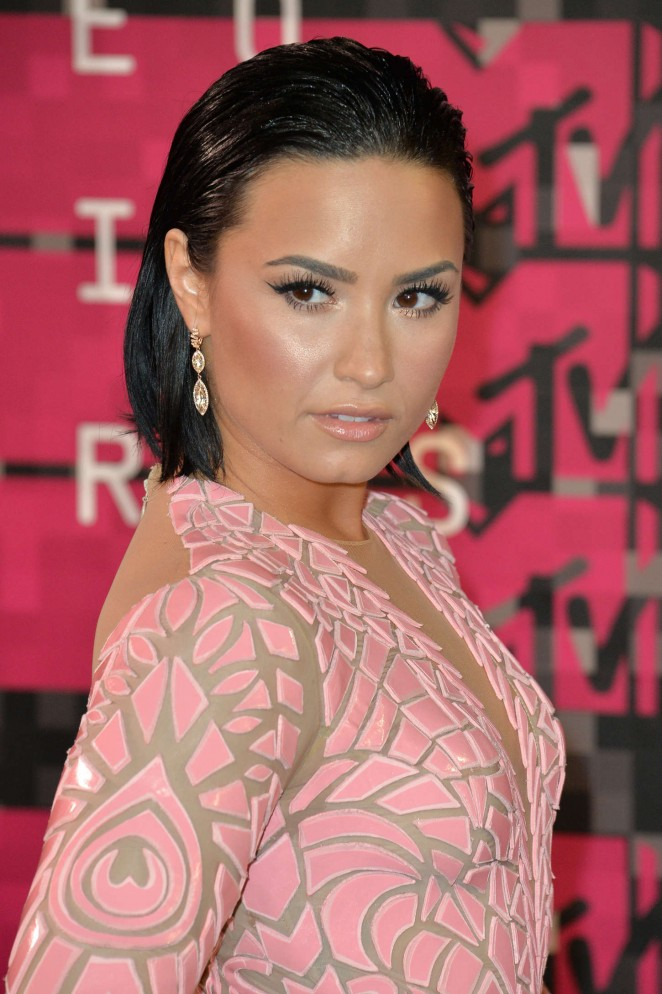 "Demi Lovato se cayó cuando cantaba ""Cool For The Summer"" en Nueva York"