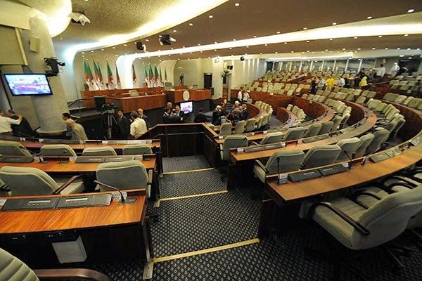 البرلمان يصادق على قانون العقوبات المعدل وسط ثورة الإسلاميين