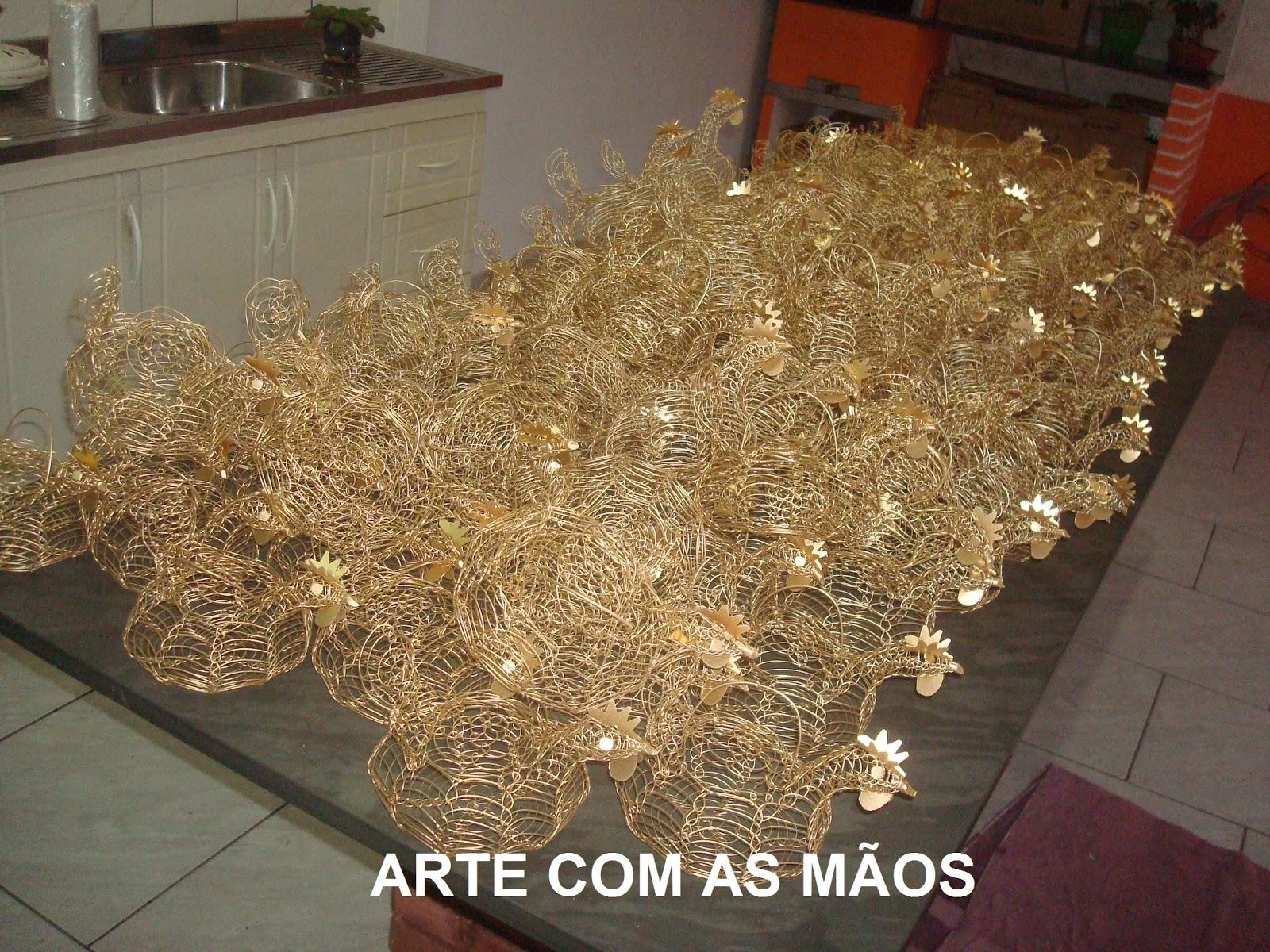 De Aparador En Ingles ~ ARTE COM AS MÃOS Galinhas de arame dourado