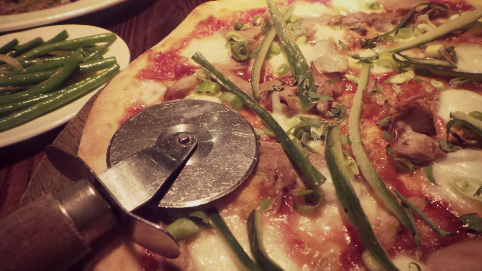 pizza at gusto cookridge