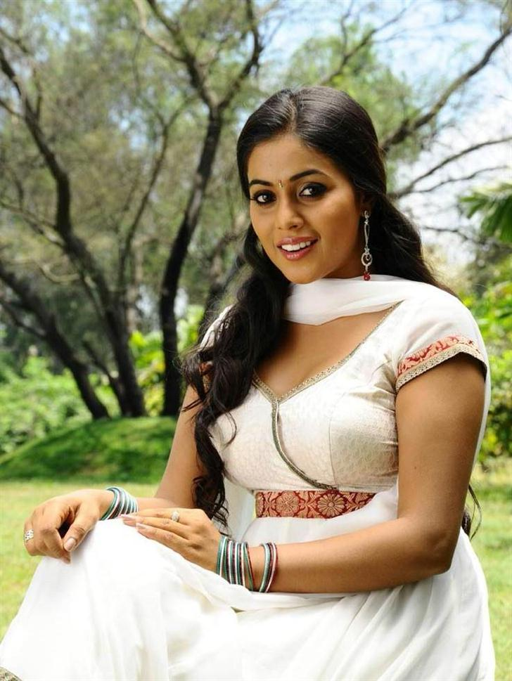 Hot Actress Poorna