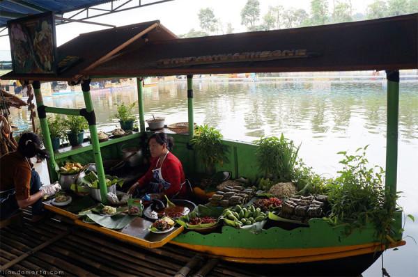 Pengalaman kuliner & bermain di Floating Market Lembang Bandung