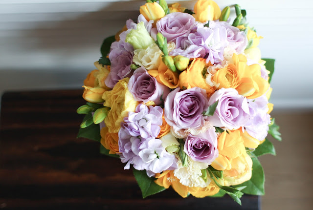 yellow and purple bouquet and wedding colour scheme