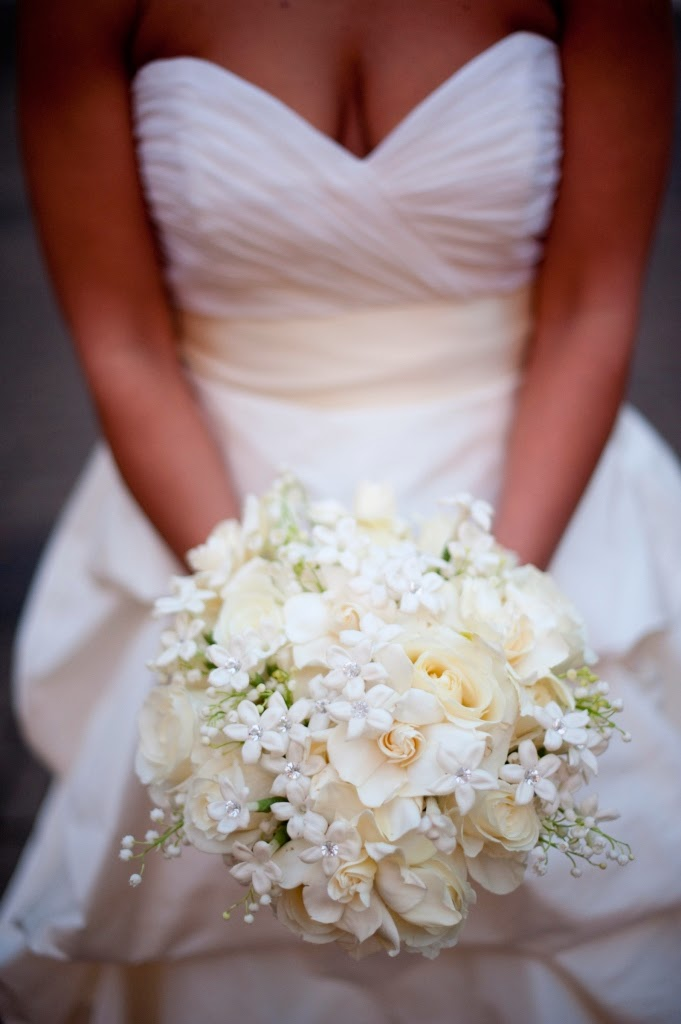 Best White Winter Wedding Flowers Ideas