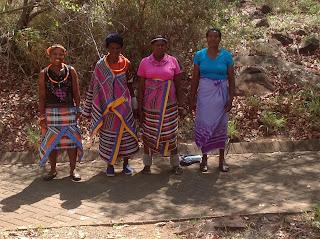 We hoorden dat zij tot de Venda-stam behoren. Zij spreken ook hun eigen Venda-taal.