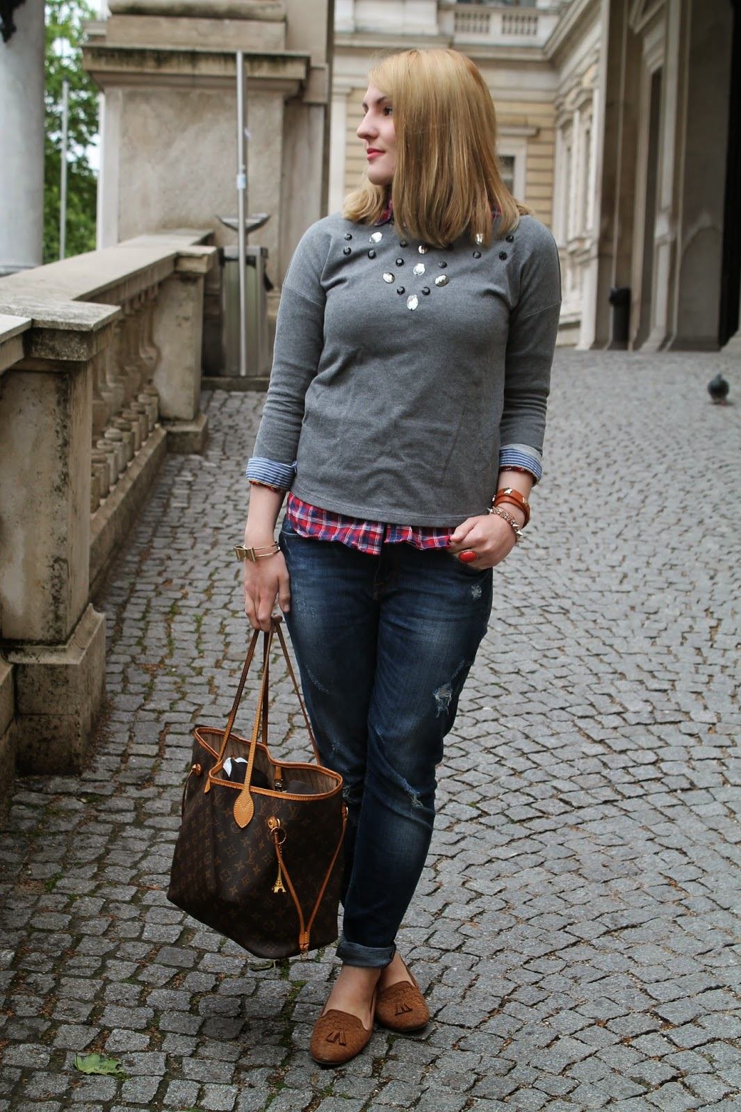 Fashionblogger Austria / Österreich / Deutsch / German / Kärnten / Carinthia / Klagenfurt / Köttmannsdorf / Spring Look / Classy / Edgy / Preppy / College Student Look / H&M/ Sweater / Ann Christine / Boyfriend Jeans / Tommy Hilfiger / Loafers / Forever 21 / Louis Vuitton Neverfull MC / Ernstings Family/