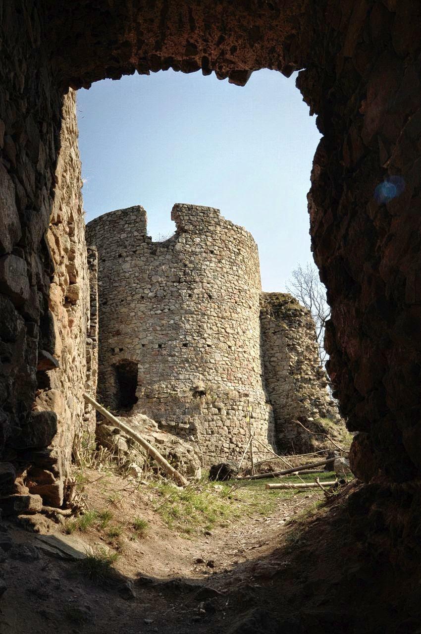 baszta zamku Cisy - okolice Wałbrzycha