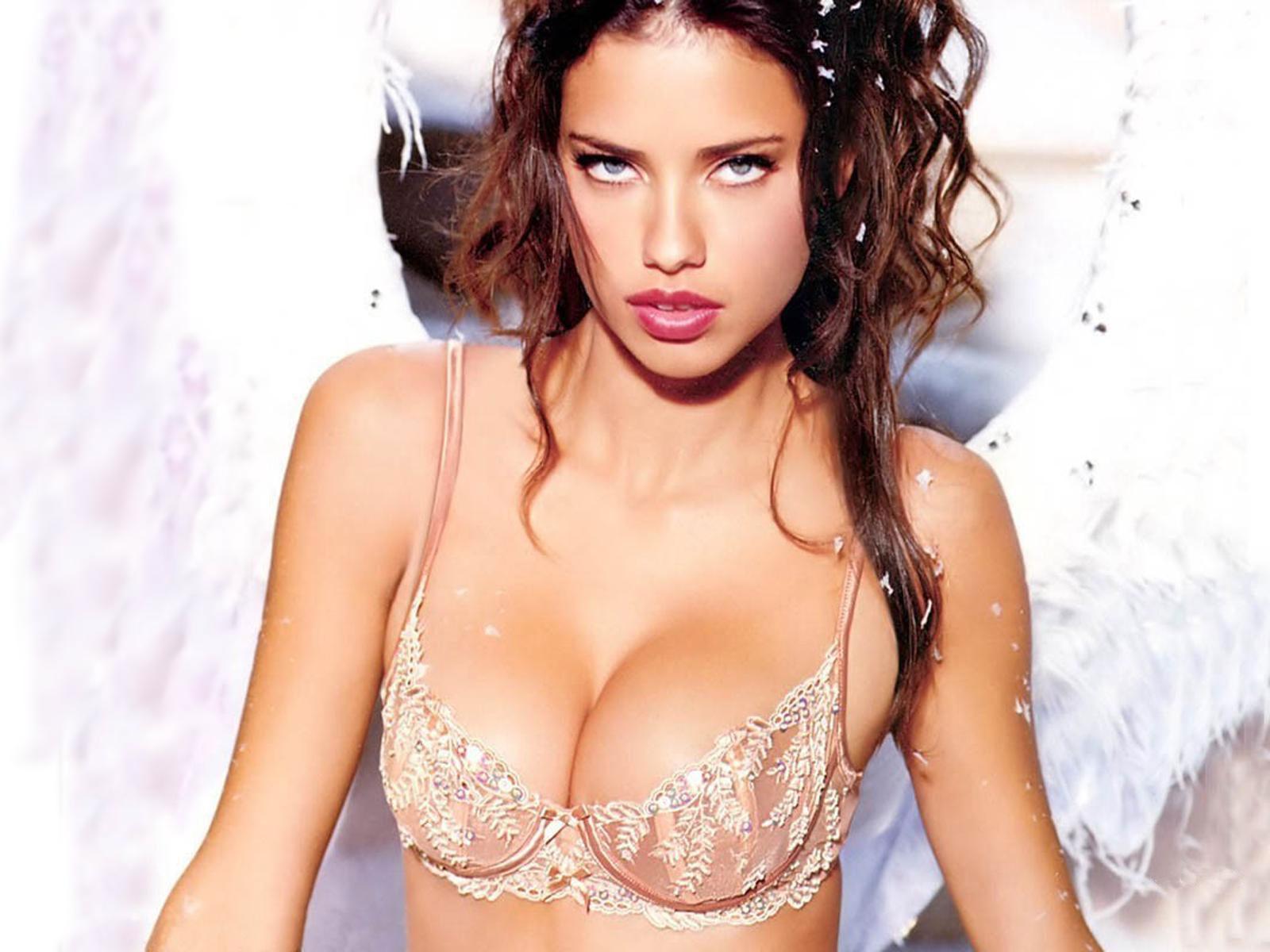 http://3.bp.blogspot.com/-8MwZ-4UpYy8/Tu8gad3cAbI/AAAAAAAAMH8/HulJrv7jub0/s1600/adriana-lima-hot.jpg