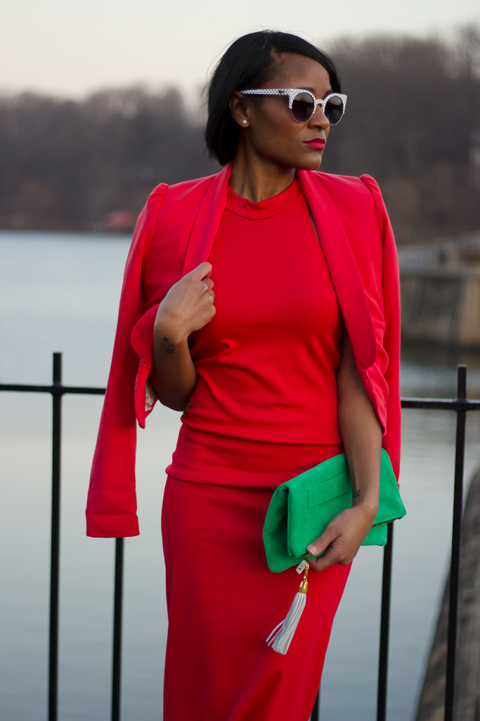 ladyinred_reddress_emeraldclutch
