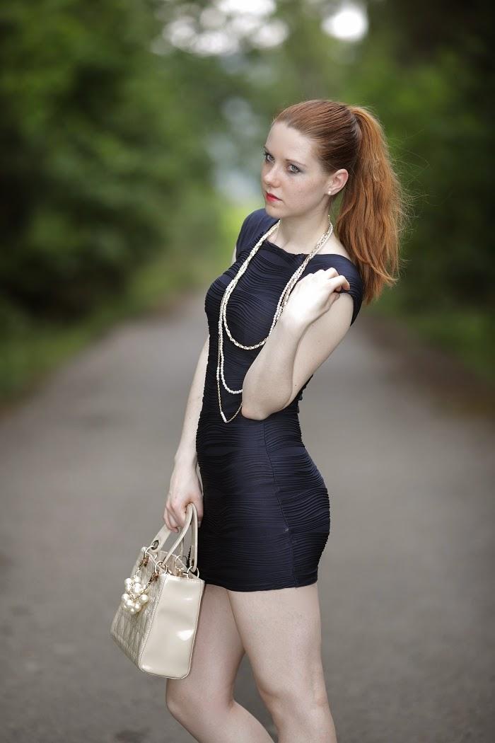 how to dress elegant, elegantní oblečení, modré šaty, ax paris