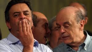 O candidato á Presidência  Aécio Neves (PSDB-MG), que nas horas vagas também ocupa o cargo de senador, está tendo mais sorte do que seu correligionário paulista José Serra (PSDB-SP), cujo aparelhamento do SEBRAE-SP tem sido alvo de contestação no judiciário.