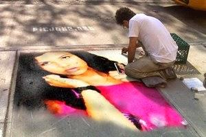 Efeito foto montagem de uma pintura colorida na calçada