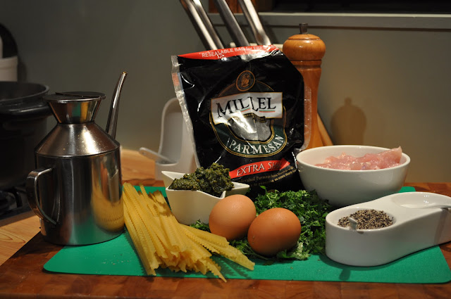 Ingredients to make pesto chicken and pasta