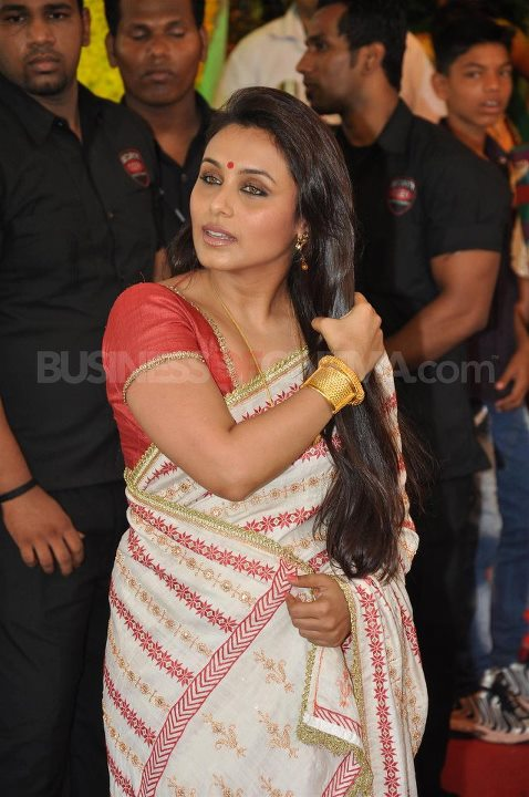 Rani Mukherjee in bengali saree at esha deol wedding - (9) - Esha Deol Marriage Pics