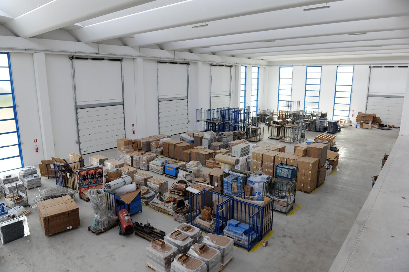 E 39 operativo il nuovo capannone della francom spa for Piani di capannone per uffici esterni