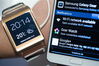 Samsung Galaxy Note 3 paired with Galaxy Gear smartwatch