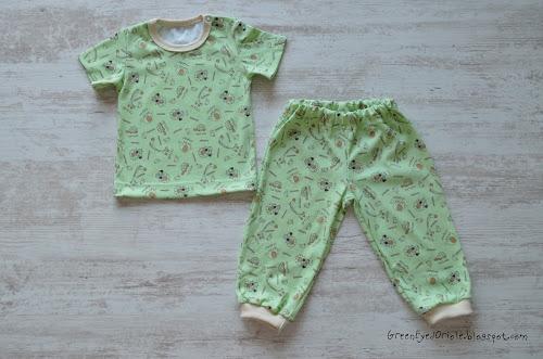 Комплект для мальчика: футболка и штанишки