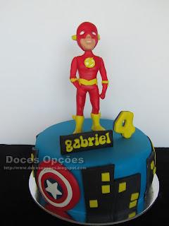 Bolo de aniversário com o Flash comics