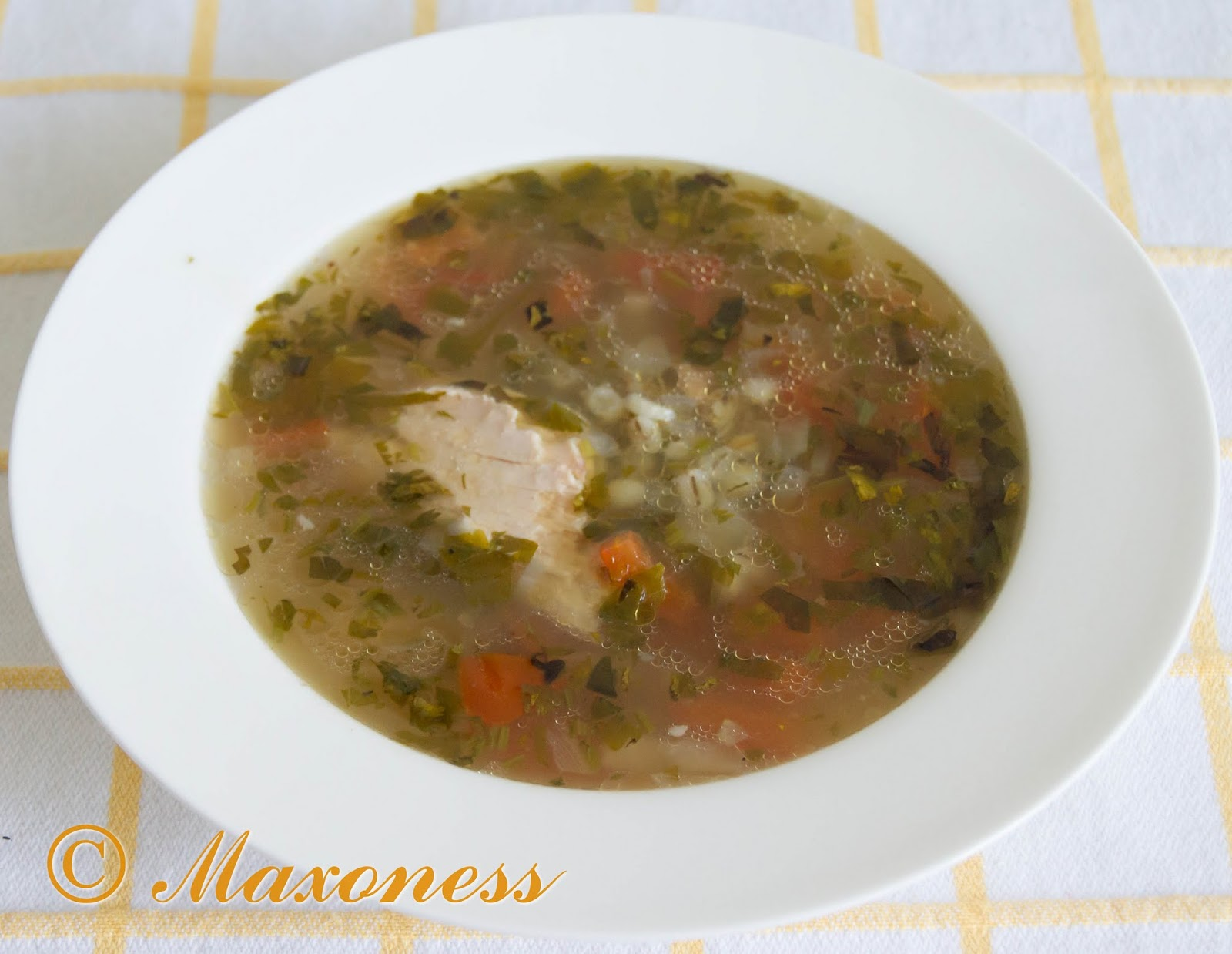 Куриный суп с помидорами и перловкой