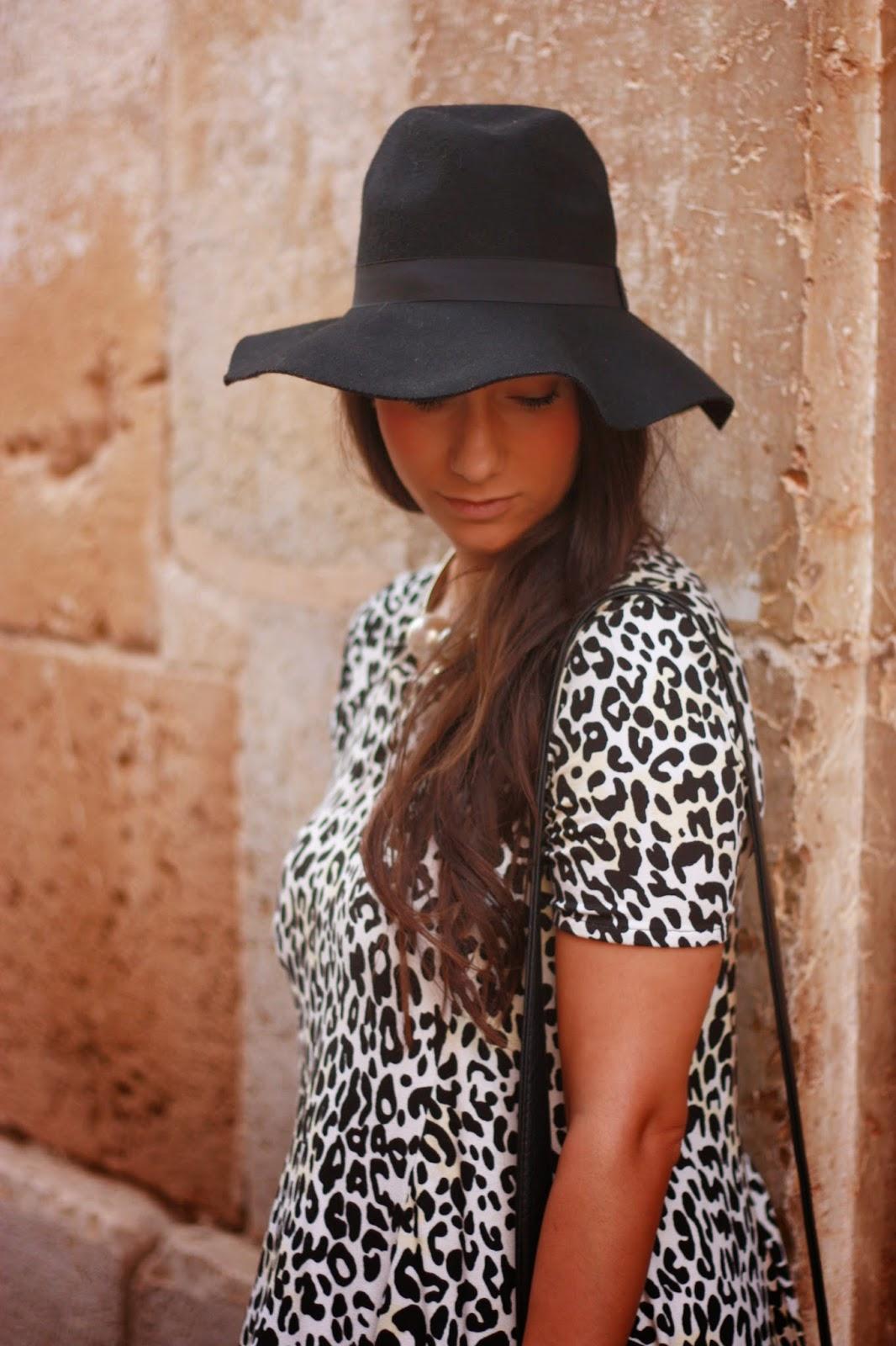 http://silviparalasamigas.blogspot.com.es/2014/10/vestido-suelto-leopardo.html