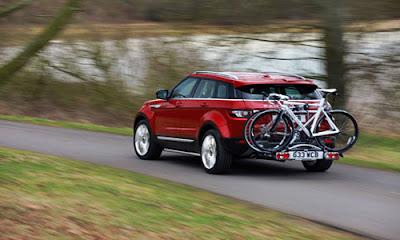 Range-Rover-Evoque-Bicycle-road