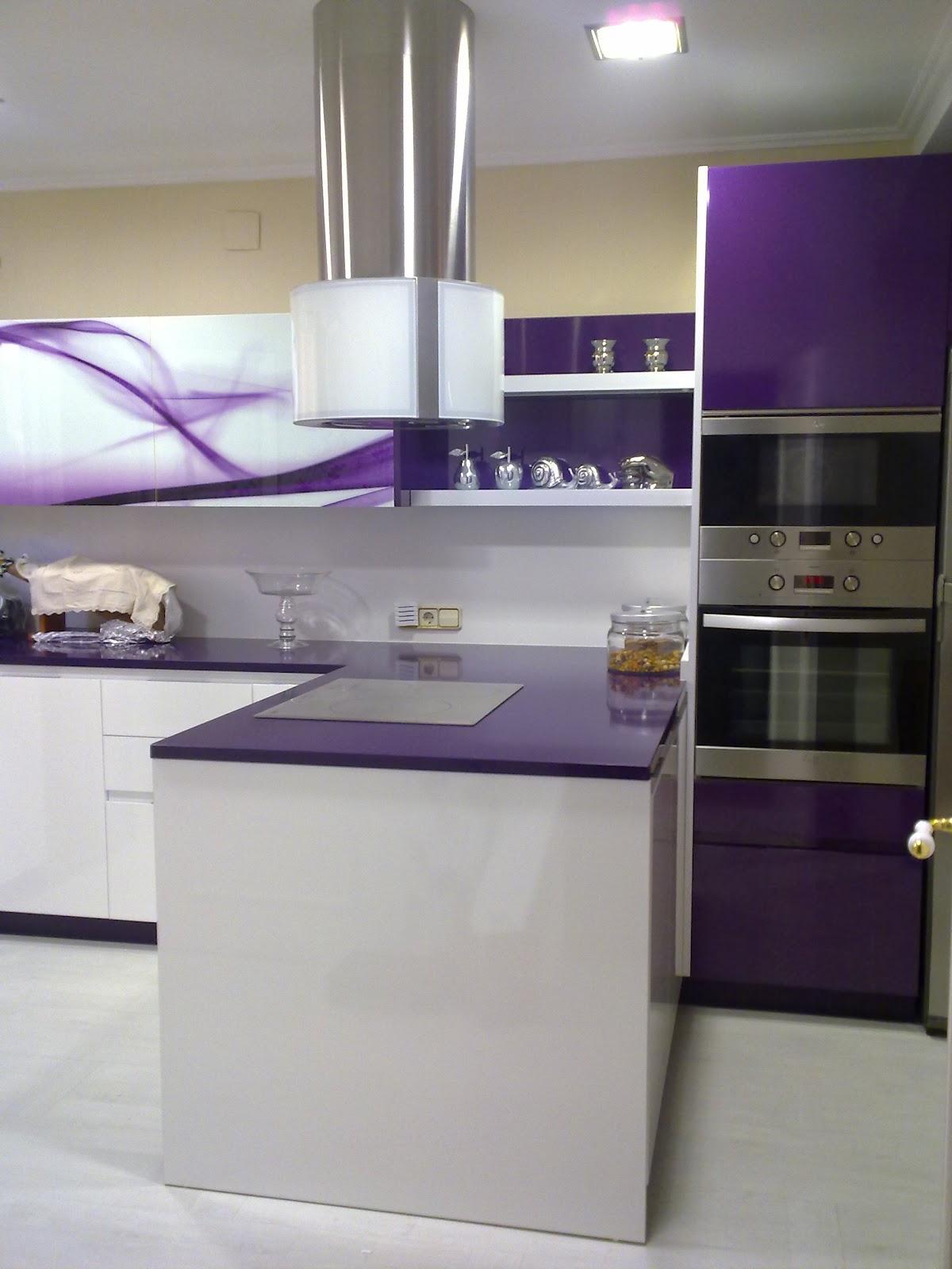 Bamb muebles y cocinas cocina dise o moderno morado y - Cocinas diseno moderno ...