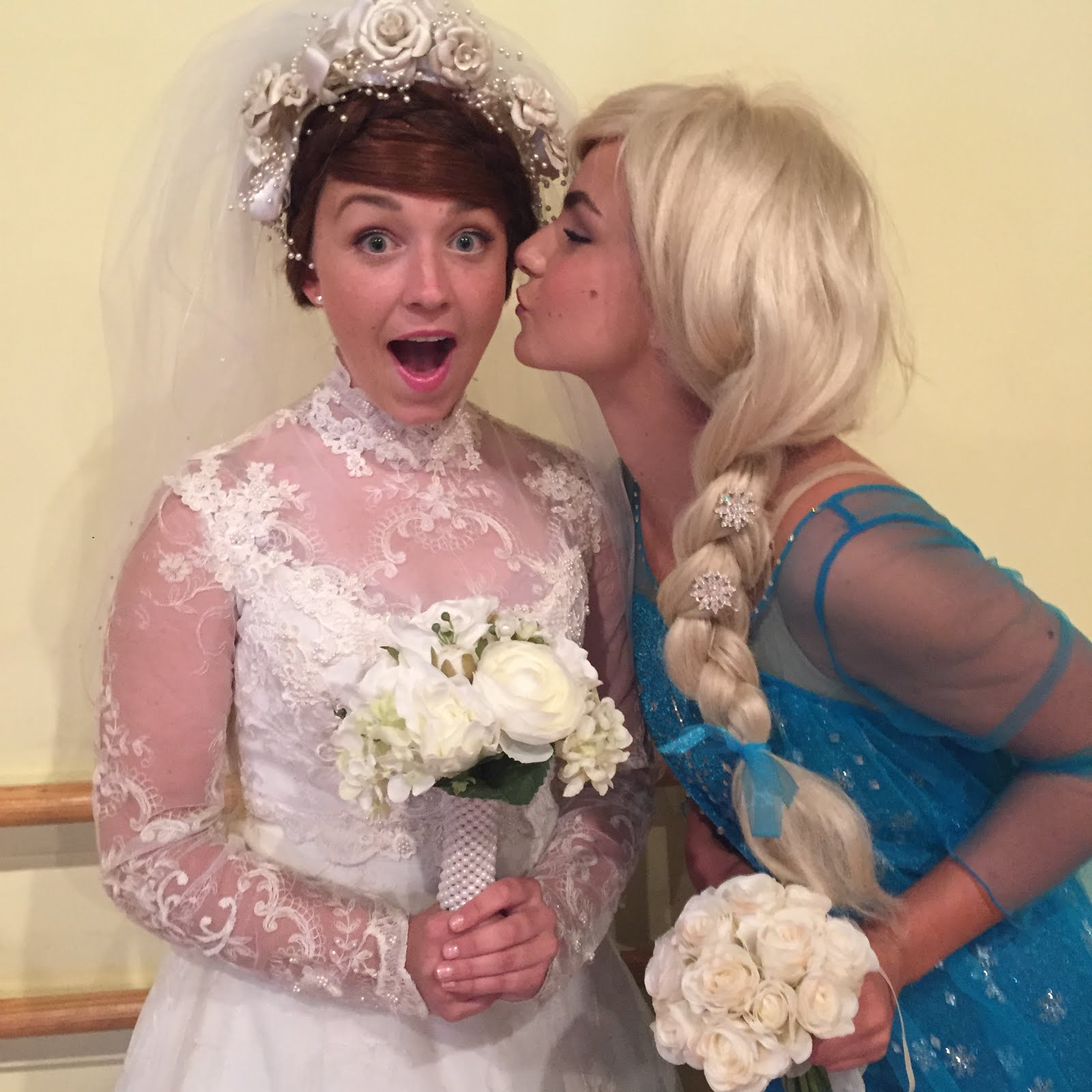 Anna marries Kristoff!