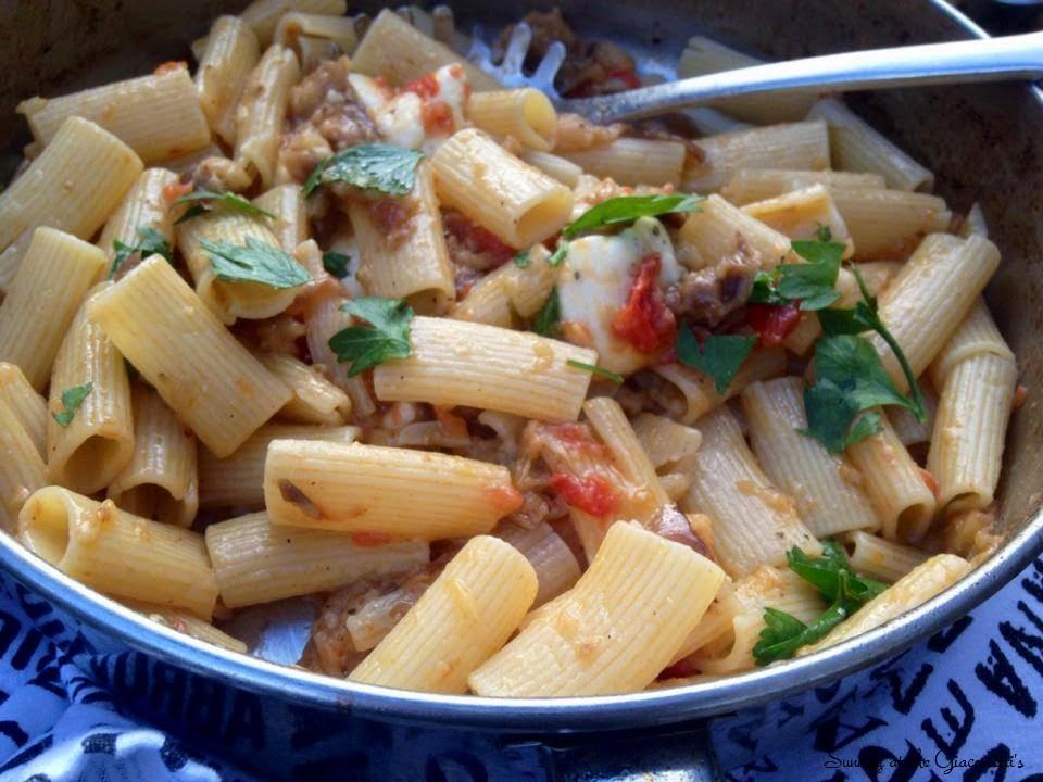 ... Pasta con le Melanzane (Pasta with eggplants and Mozzarella