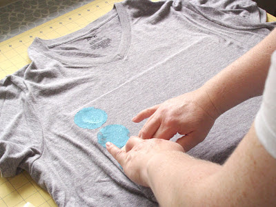 use make-up sponges for t-shirt paint application