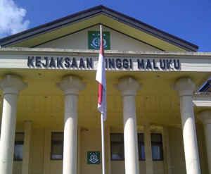 Kejaksaan Tinggi (Kejati) Maluku akan menyurati gubernur setempat, Said Assagaff untuk meminta izin memeriksa sejumlah oknum anggota DPRD Seram Bagian Barat (SBB) terkait dugaan kasus korupsi dana Biaya Tak Terduga (BTT) tahun anggaran 2013.
