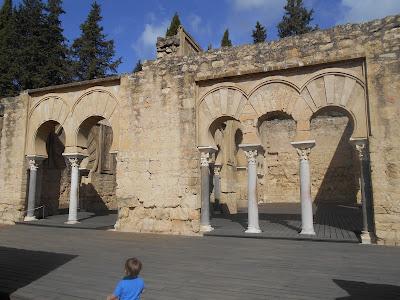 Edificio llamativo de estructura basilical