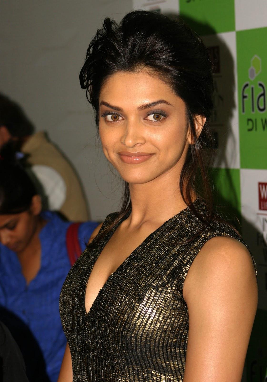 Hot actress pics: Deepika Padukone