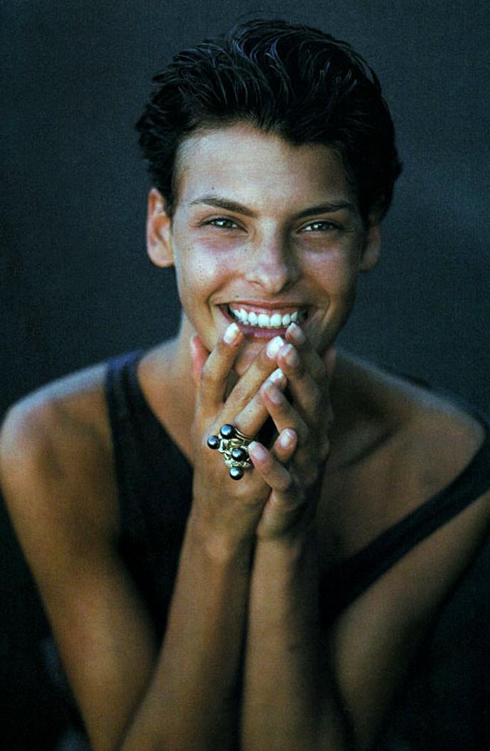 Linda Evangelista in Grigio / Vogue Italia March 1989 (photography: Fabrizio Ferri) via fashioned by love british fashion blog