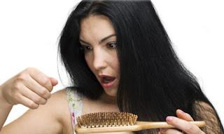 Penyebab rambut rontok parah pada pria dan wanita