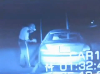 Video ΣΟΚ!!!Εξωγήινος ή κάτι μεταφυσικό σκοτώνει αστυνομικό!!!